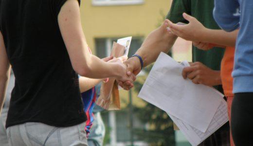日本人は握手する習慣がないからこそ、握手されると印象に残る